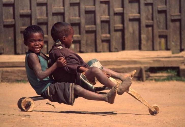 happy african kids - vtipný obrázok - Kalerab.sk