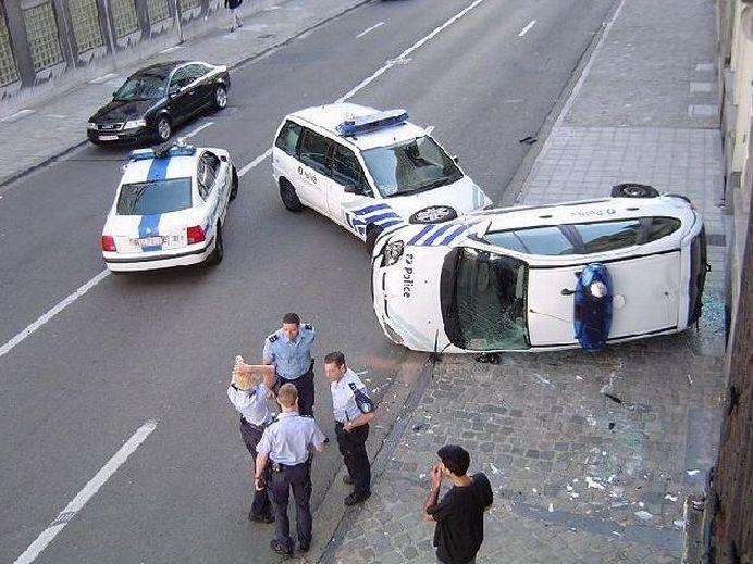 policajti 3.4 - vtipný obrázok - Kalerab.sk