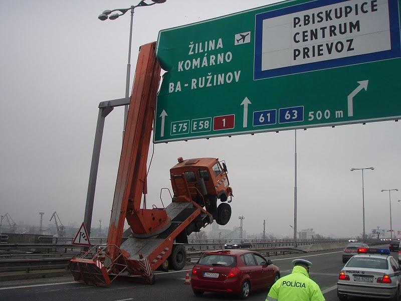 proste sa zasekol.5 1  - vtipný obrázok - Kalerab.sk